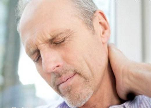 болит шея у мужчины